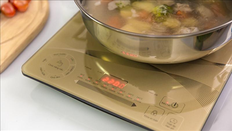 Bếp từ Sunhouse SHD6866 công suất 2200W